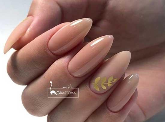 Золотистый маникюр - длинные ногти