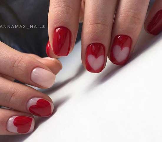 Красный маникюр с сердечками на 8 марта
