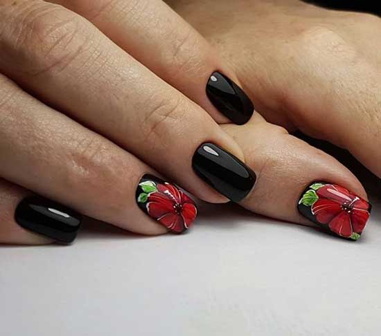 Черный маникюр с цветами