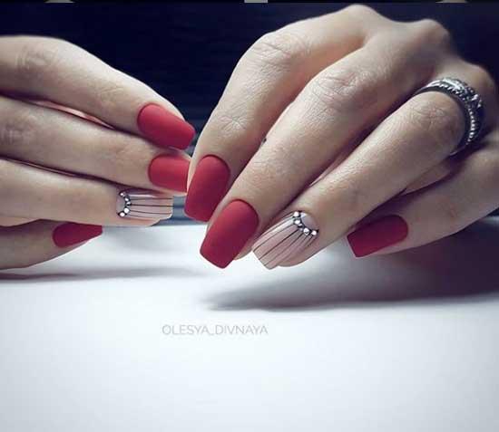 Лунный дизайн ногтей фото со стразами