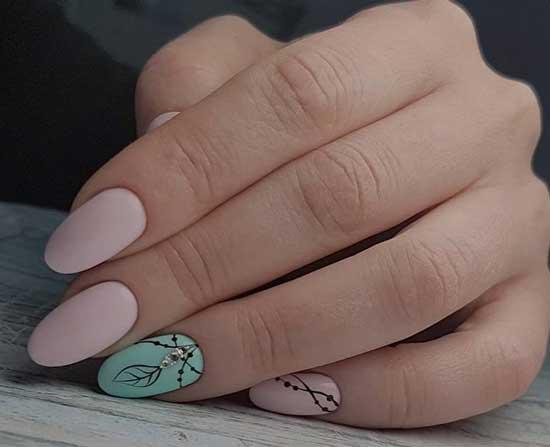 Острые ногти в стиле минимализм