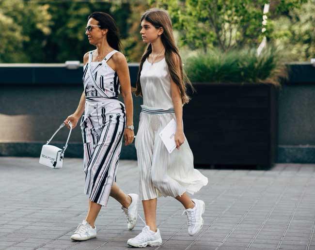 Модные луки с чем носить юбку плиссе