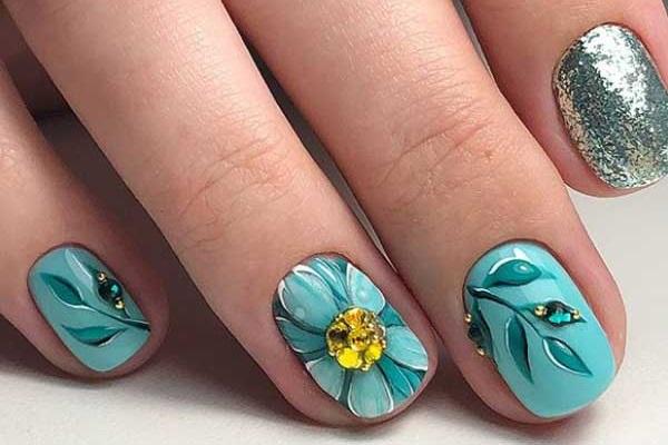 Красивый дизайн ногтей 2020 с разным декором