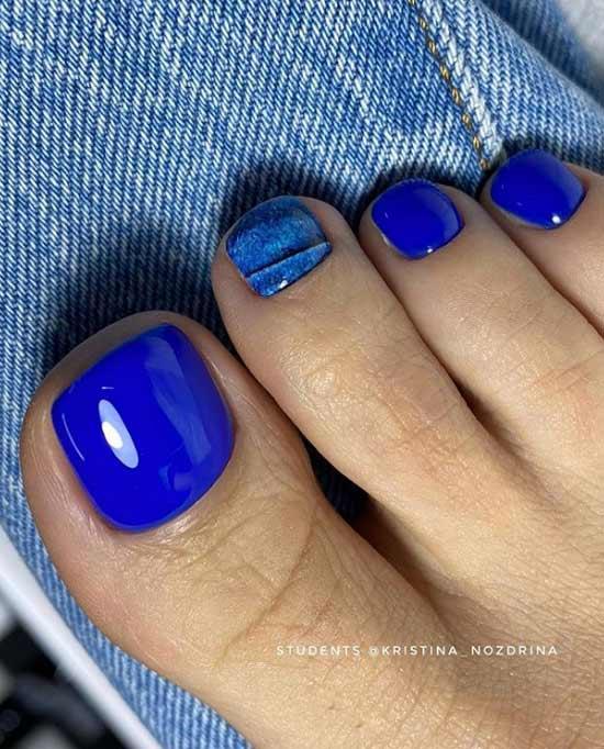 Красивый синий педикюр