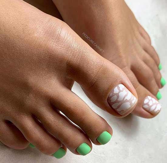 Матовый зеленый педикюр фото
