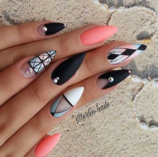 Полоски на длинных ногтях