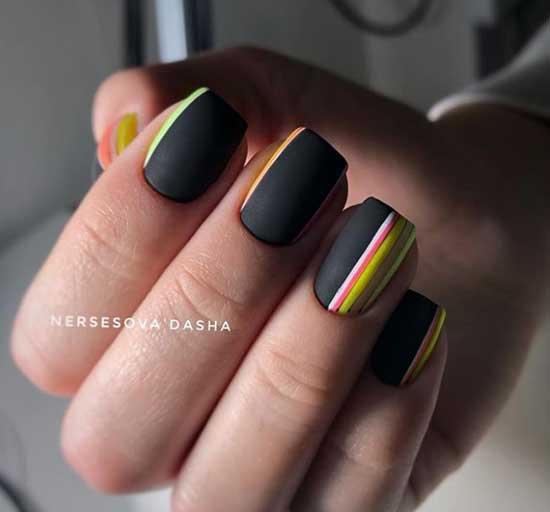 Маникюр с полосками для широких ногтей