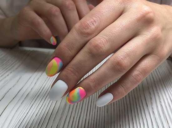 Матовый на коротких ногтях