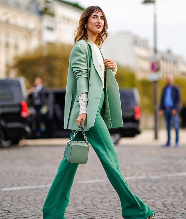 Модный пиджак в мятных пастельных тонах