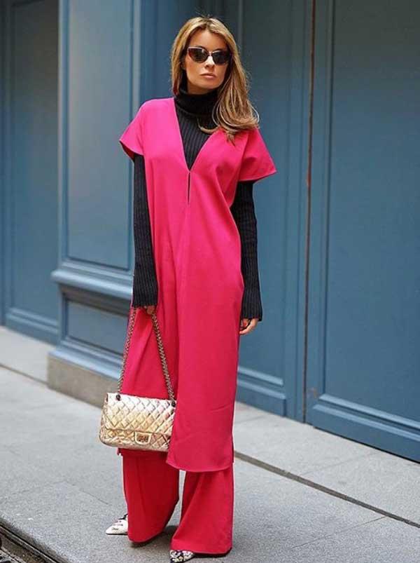 Красное модное платье со свитером