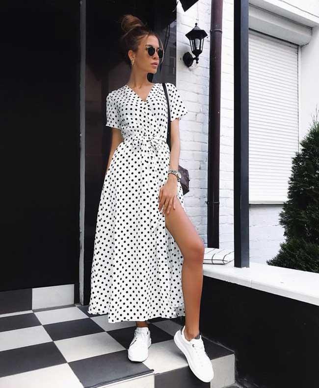Платье в горошек в халатном стиле