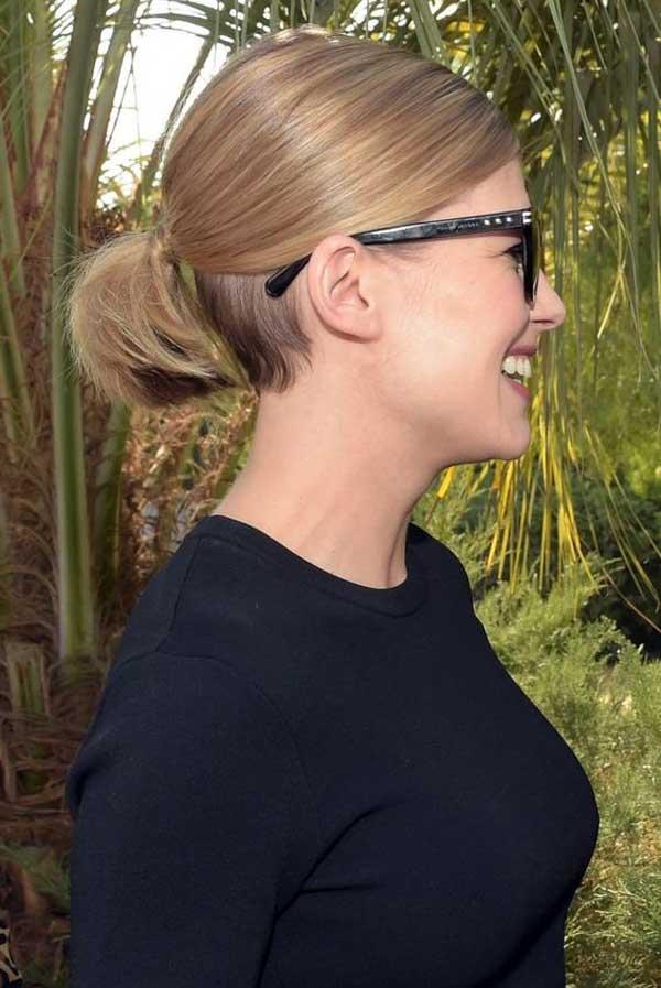 Блондинка со стрижкой без челки