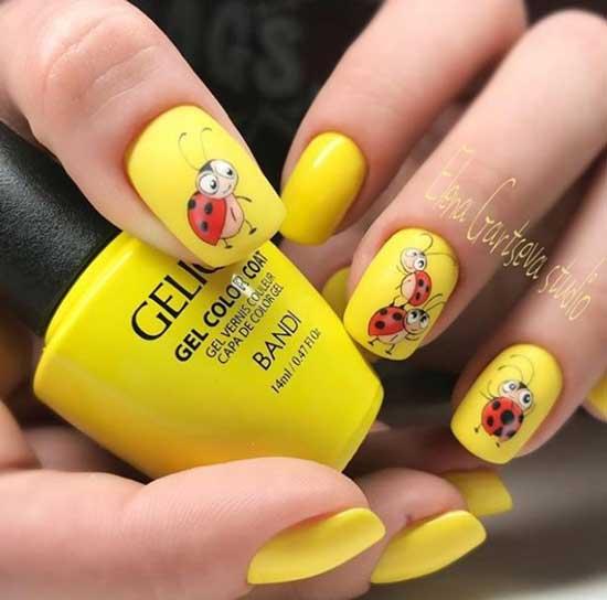 Желтый маникюр с ручной росписью