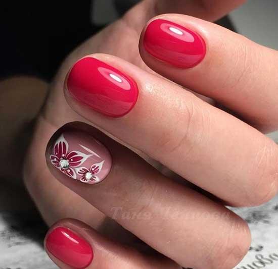 Цветочек из страз на ногтях