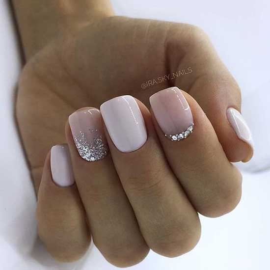Стразы на колотких ногтях