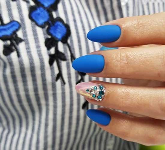 Матовый синий+втирка+стразы на ногтях