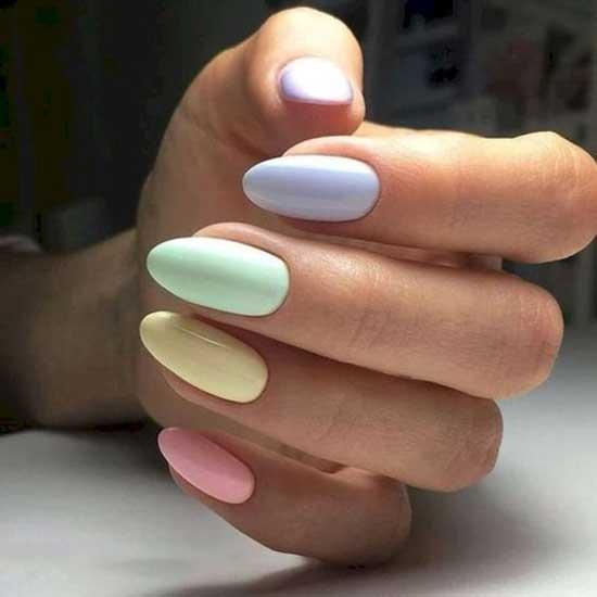 Нежный разноцветный маникюр