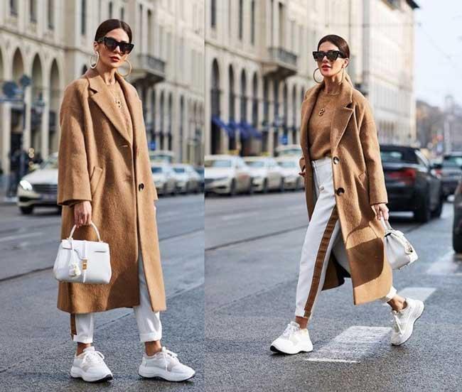 Бежевое пальто, белые брюки и белые кроссовки
