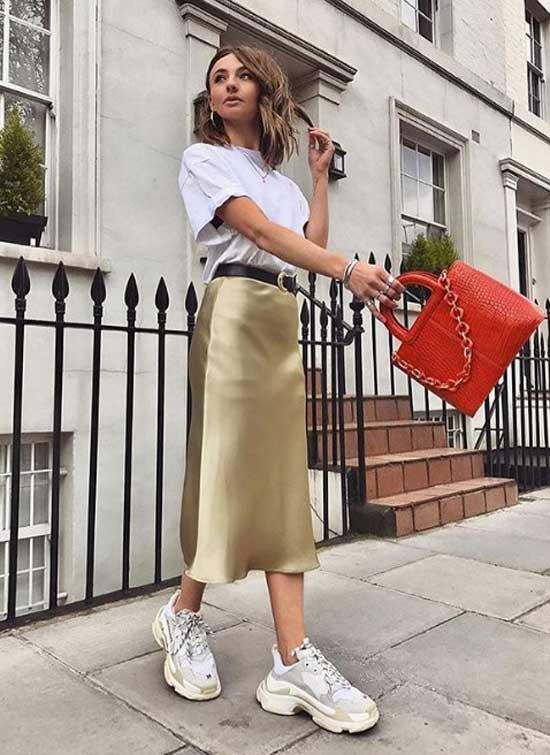 Модная сатиновая юбочка с кроссовками