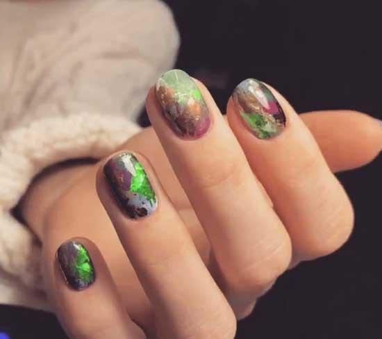 Дизайн ногтей цветная фольга