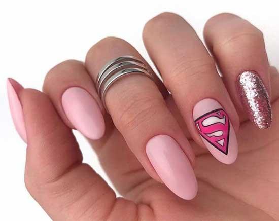 Розовый маникюр с акцентом на один палец