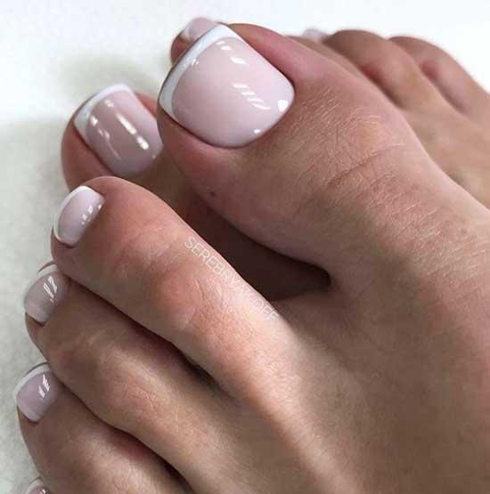 Белый френч на ногах