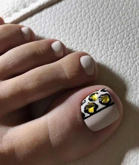 Объемный рисунок на ногте ноги