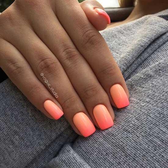 Коралловое омбре на ногтях