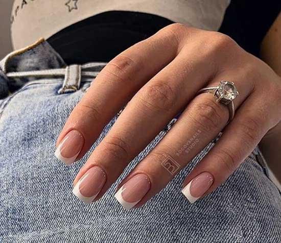 Классический белый френч и квадратная форма ногтей