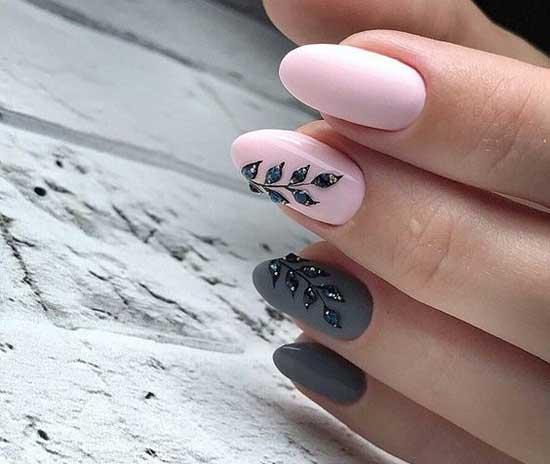Серо-розовый дизайн осеннего маникюра