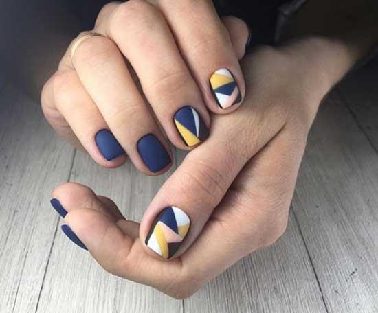 Матовый синий маникюр с геометрией