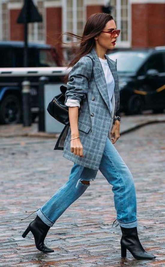 Стильные образы с джинсами: акцент на фигуру