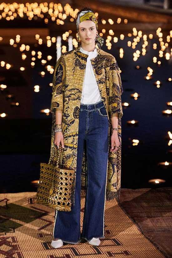 Шанель 2019-образ с широкими джинсами