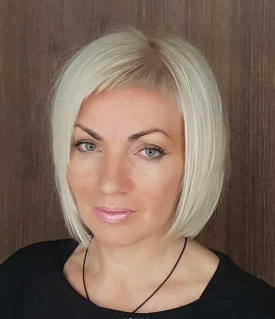 Блондинка с короткой косой челкой