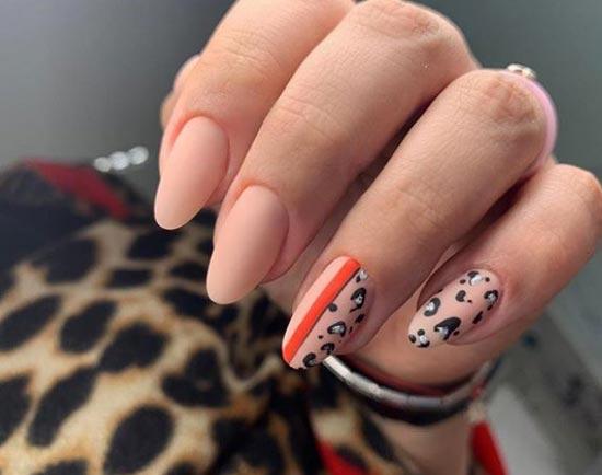 Матовый леопардовый маникюр с цветной полоской