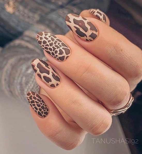 Матовый леопардовый маникюр