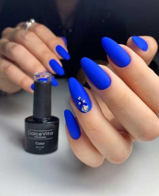 Синий матовый маникюр миндаль форма