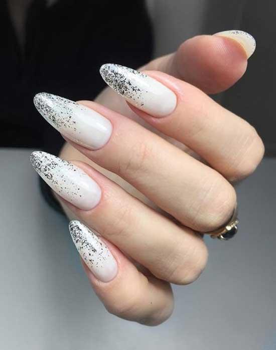 Омбре блестками на форме ногтей миндаль