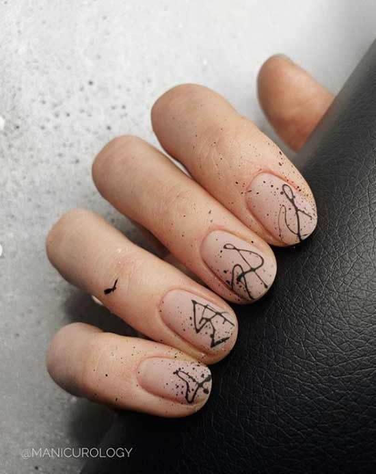 Нюдовые ногти с абстракцией