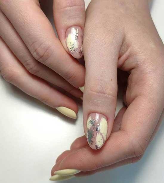 Нежная абстракция на ногтях