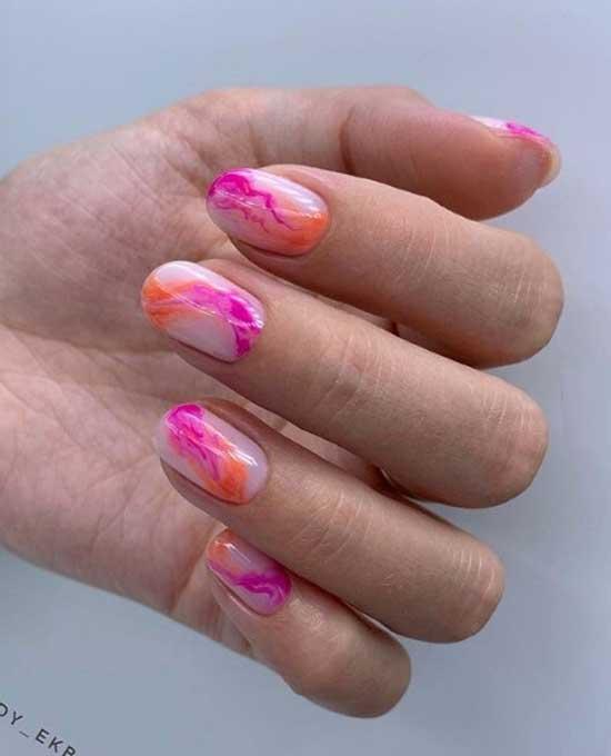 Яркие цвета в абстракции на ногтях