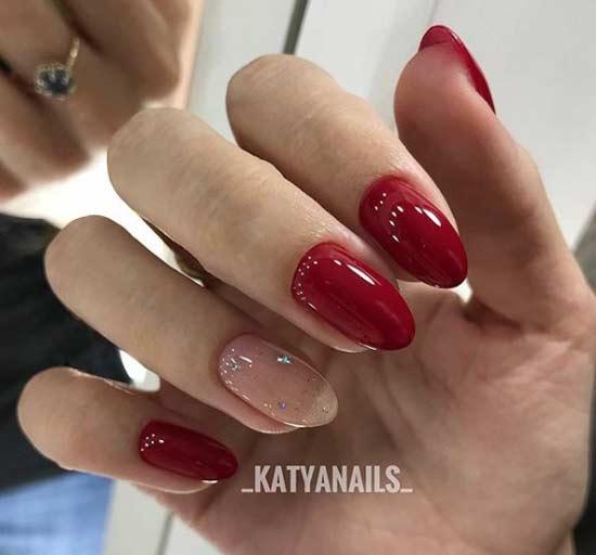 Дизайн овальных ногтей с шиммером и красным лаком