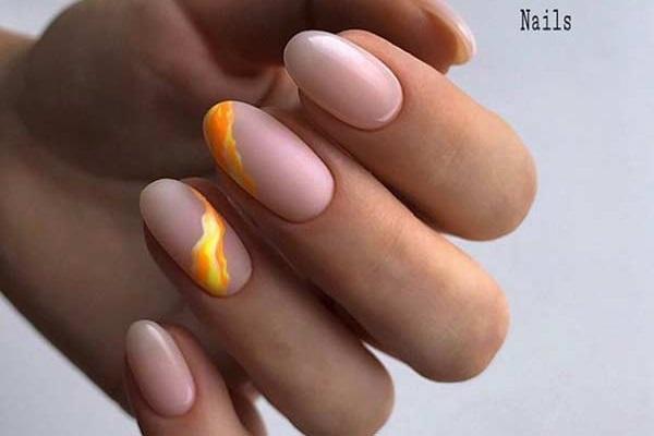 Шикарный нюдовый дизайн овальных ногтей
