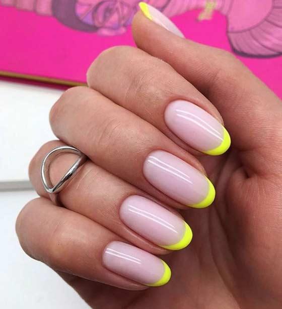 Цветной френч на закругленной форме ногтей