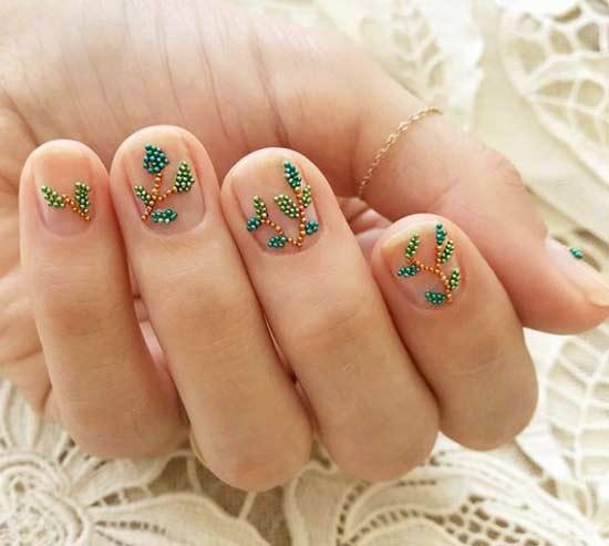 Аппликации на короткие ногти