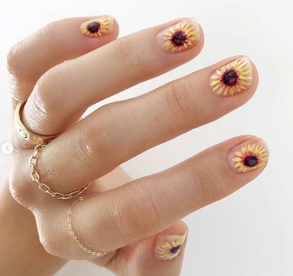Цветы на короткой длине ногтей