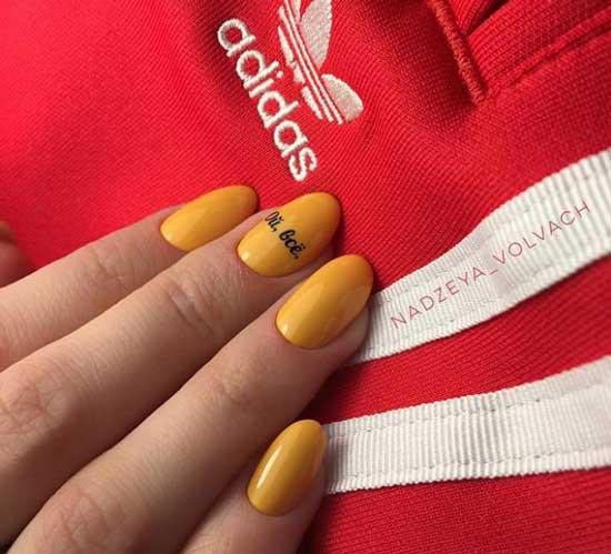 Короткие ногти - дизайн с надписями