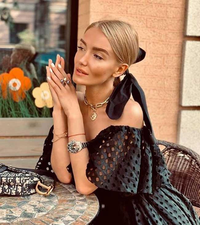 Модная массивная цепь с платьем образы 2019-2020