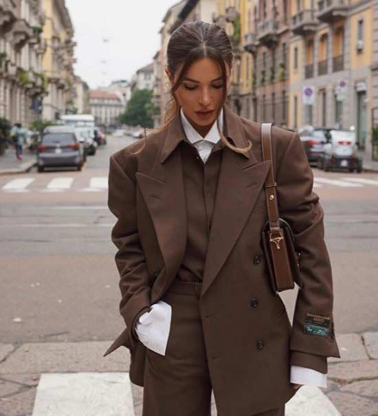 Модный блогер в брючном костюме 2019-2020