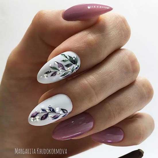 Акварельные листики на ногтях